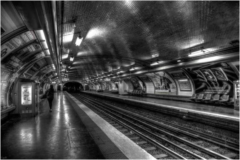 Station de métro Trinité - d'Estienne d'Orves-1