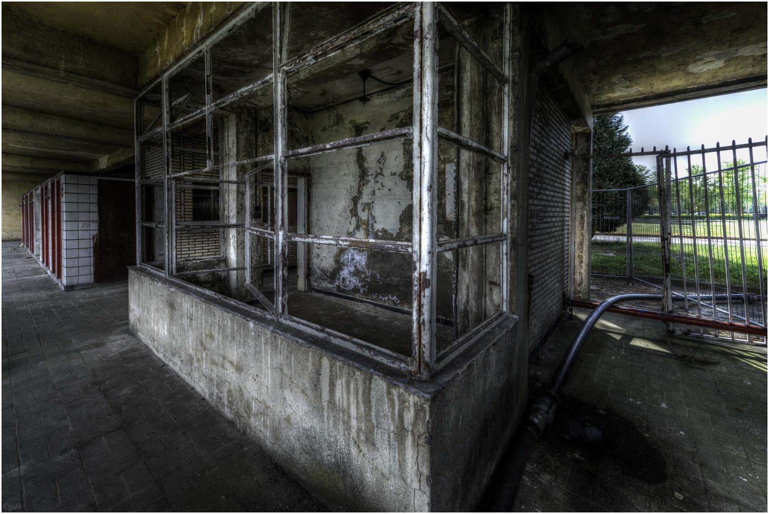 Old Swimming Pool : Urbex old swimming pool ii de brabander geert fotografie